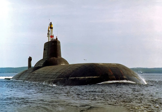 Опытовая атомная подводная лодка Дмитрий Донской проекта 941 &