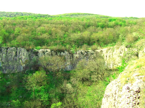 Достопримечательности Крыма: Каньон Узунджа - самый крупный на полуострове естественный источник пресной воды [Фото]