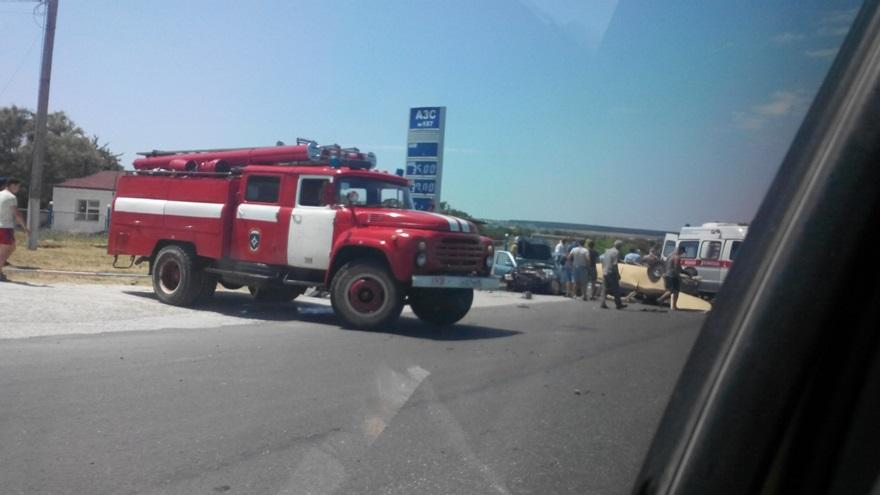 В ДТП на крымской трассе разбились шесть человек [фото]
