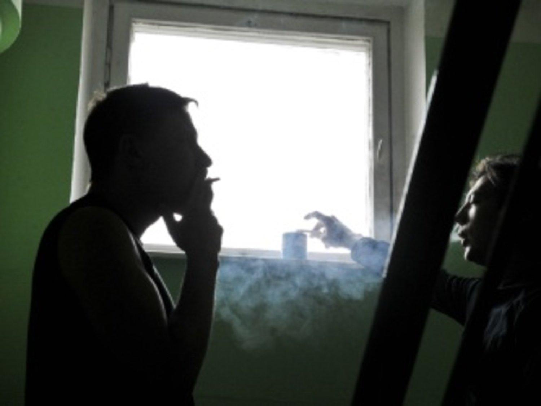 Курящие соседи на балконе..