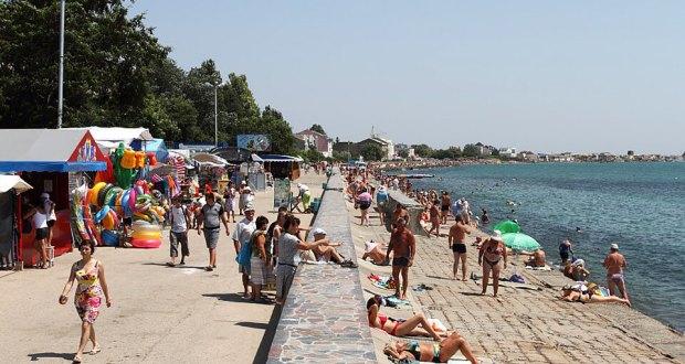 Евпаторийские пляжи должны открыться вовремя