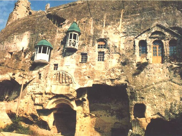 Самый древний, высокогорный и необычный: ТОП-5 удивительных монастырей Крыма