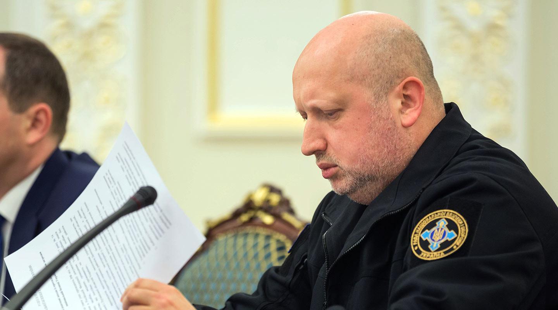 Турчинов заявил, что намеренно отдал приказ о бомбёжке аэропортов в Донбассе
