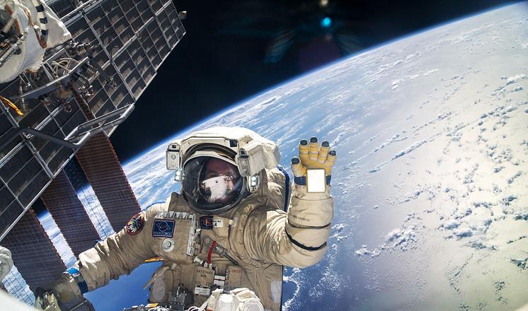 Космонавты читают на орбите ТАСС, чтобы знать новости политики